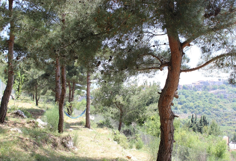 4 Forests Apartment, Roum, Garten