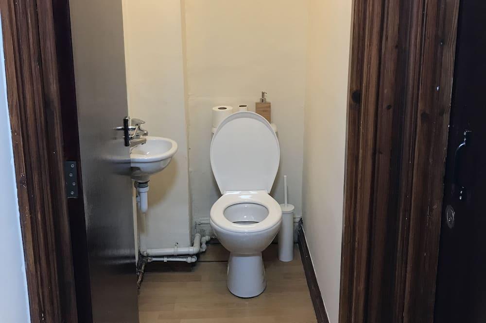 ROOM 4 Double Room - Bathroom