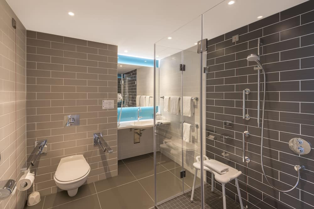 Room, Accessible, Non Smoking (1 Bed, Roll In Shwr) - Bathroom