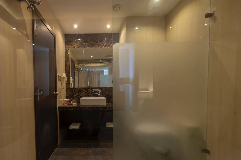 Suite, 1 Double Bed - Bathroom