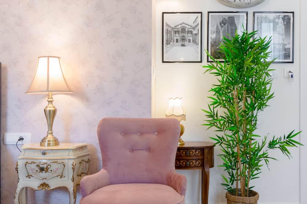 Studio Royal, vue jardin - Coin séjour