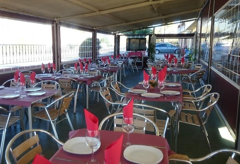 Pension Bar Restaurante Avenida, La Adrada, Speisen im Freien