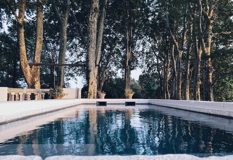 普罗旺斯丰克莱霍酒店, 于绍, 游泳池