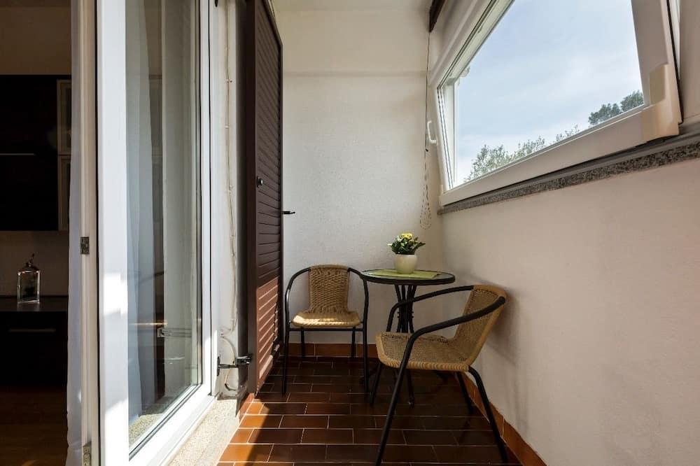 شقة (2 Bedrooms) - شُرفة