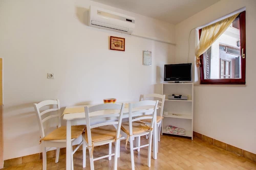 Apartment (1 Bedroom) - Stravování na pokoji