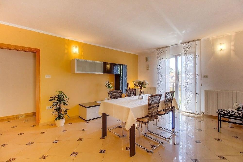 Apartemen (2 Bedrooms) - Ruang Keluarga