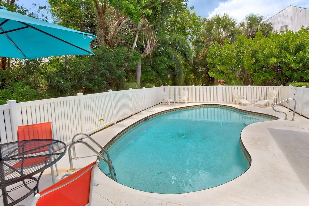 منزل - ٣ غرف نوم - حمّام سباحة خارجي