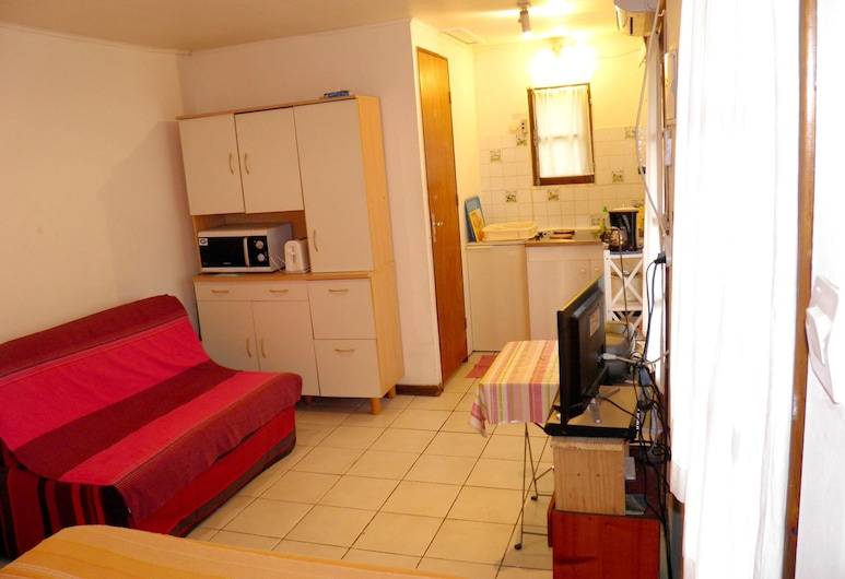 Bungalow With one Bedroom in St Paul , With Wonderful sea View, Enclosed Garden and Wifi - 8 km From the Beach, סן-פול, בונגלו, נוף לים, חדר