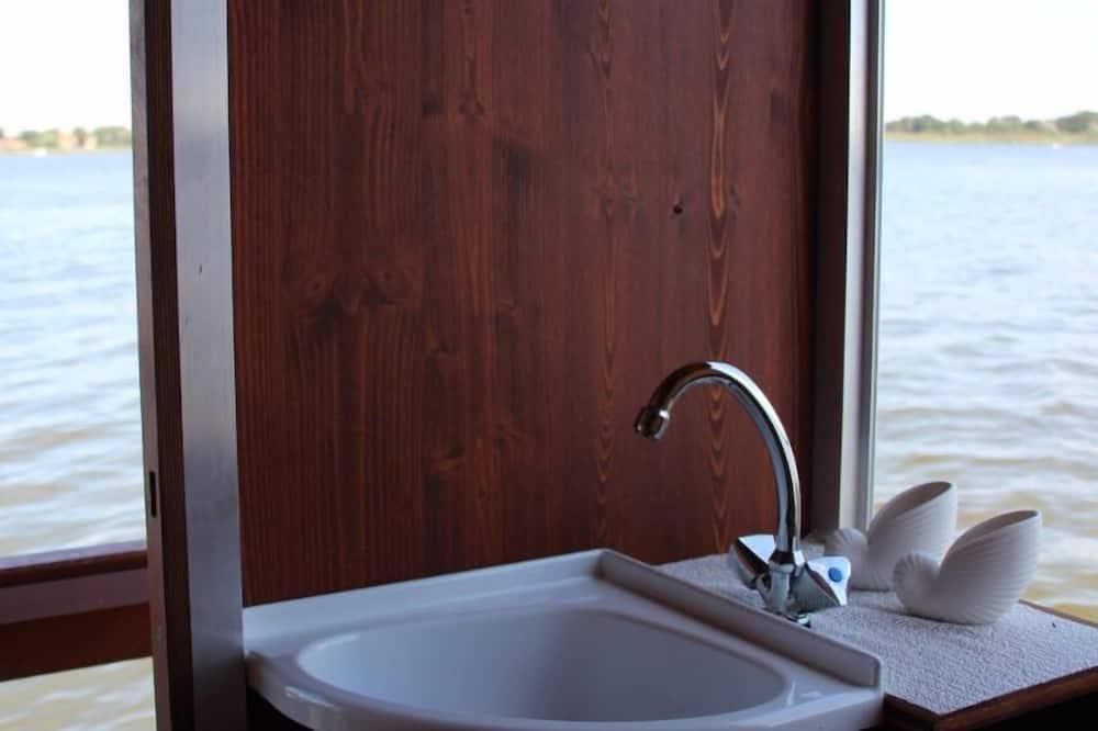 ห้องดับเบิล (incl. service/ cleaning fee) - ห้องน้ำ