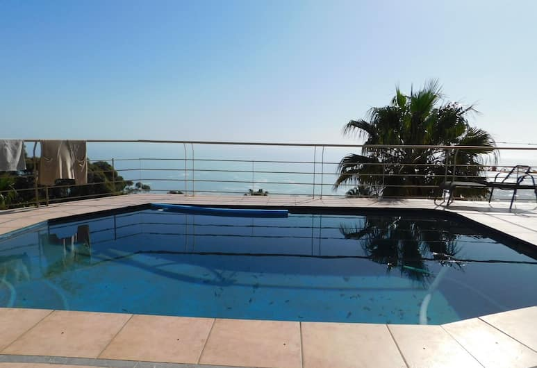 32 top road fresnaye, Cape Town
