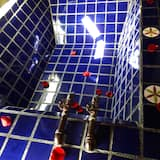 Classic Quadruple Room, Multiple Beds (Suite Agua) - Bathroom