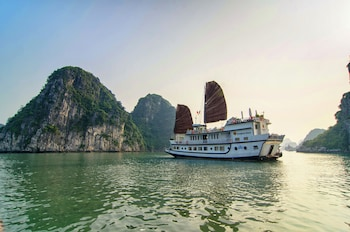 Picture of Dragons' Pearl Junk in Ha Long
