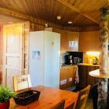 Chambre Double, vue cour intérieure - Cuisine partagée