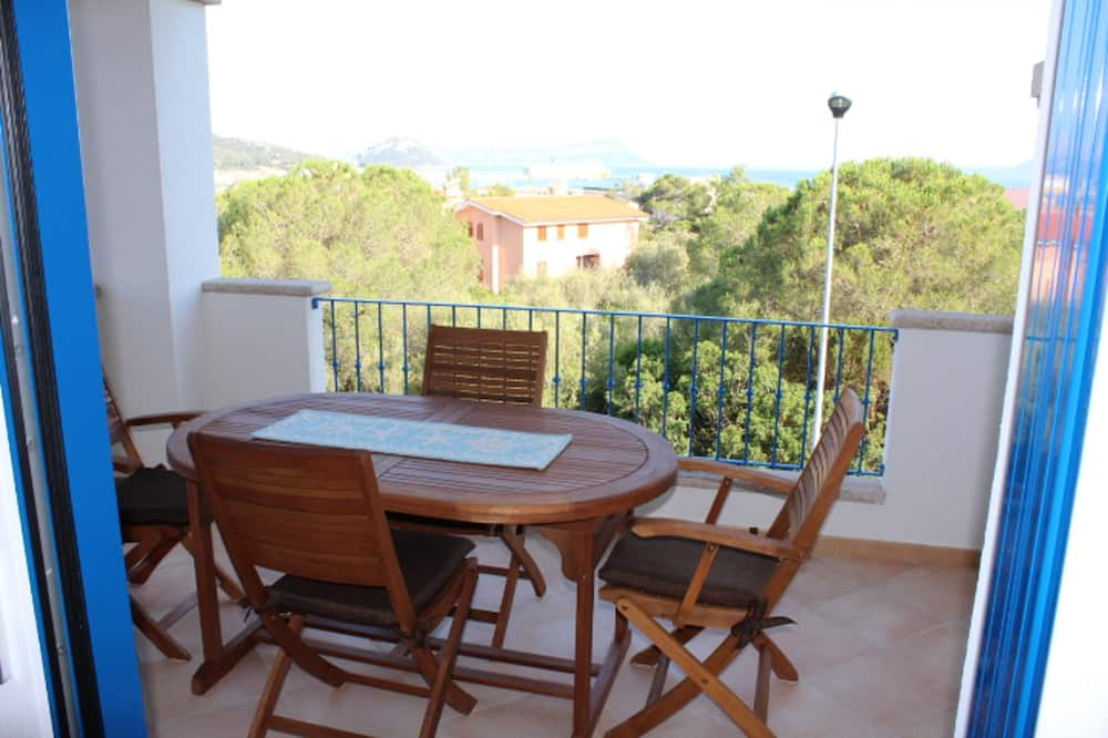 Apartment With one Bedroom in Golfo Aranci, With Wonderful sea View, Furnished Terrace and Wifi - 500 m From the Beach
