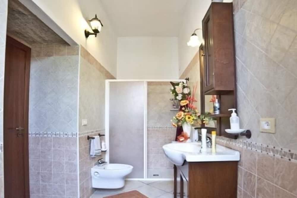 Classic Double or Twin Room, Ensuite, Garden View - Bathroom
