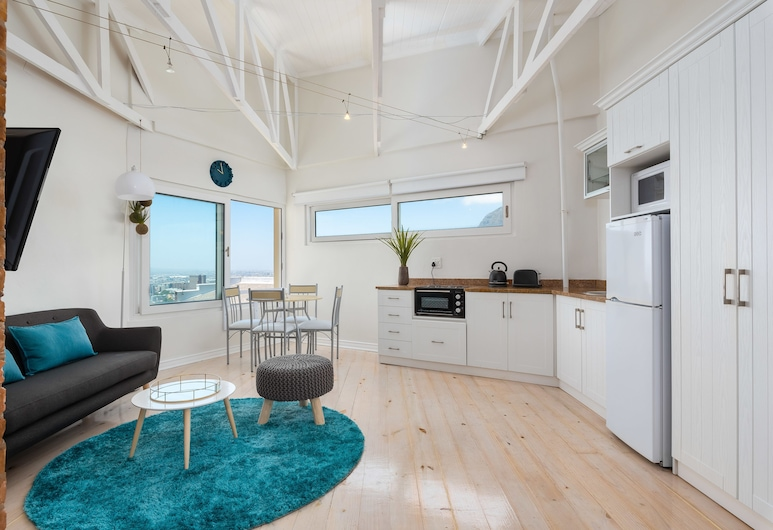 Harbour Lights 306 - Adults Only, Cape Town, Comfort Studio, City View, Living Area