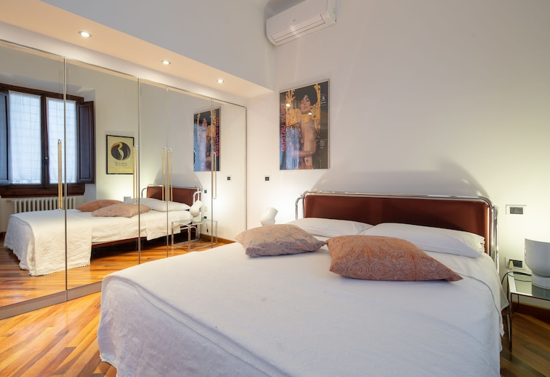 Duomo Spectacular Terrace, Florence, Comfort Apartment, 2 Double Beds, City View, Room