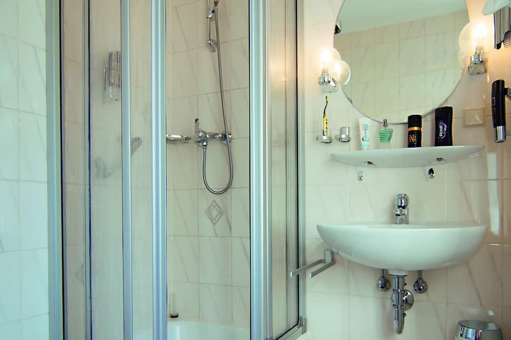 Büyük Yataklı Tek Kişilik Oda - Banyo Duşu