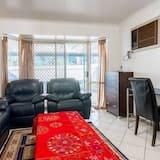 Premium House, 4 Bedrooms, 2 Bathrooms, Garden Area - Living Area