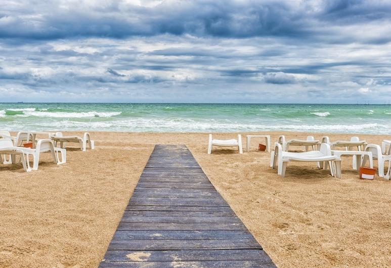 أونيكس إن إس ستوديوز ريزورت, نافوداري, الشاطئ