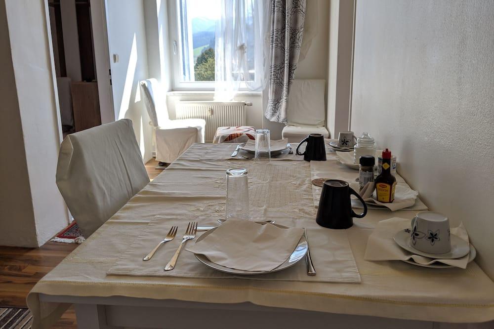 Apartemen, pemandangan kebun - Tempat Makan Di Kamar