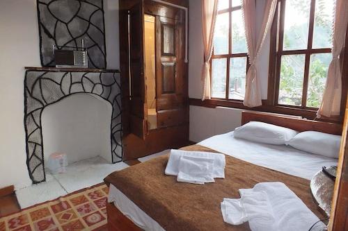 哈奇阿比杜赫拉庭院酒店/