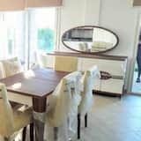 Villa, 4Schlafzimmer, Poolblick - Essbereich im Zimmer