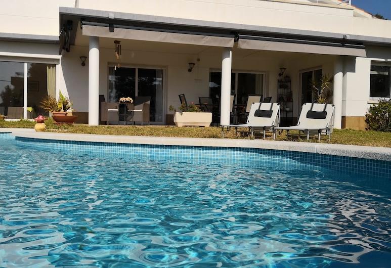 Villa familiar buhardilla piscina y BBQ, El Vendrell