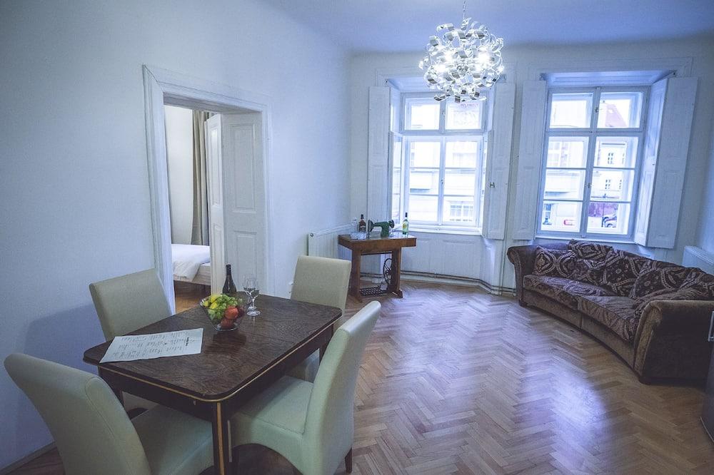 شقة حصرية - تناول الطعام داخل الغرفة