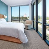 Suite, 1 King Bed, Non Smoking, Corner - Guest Room