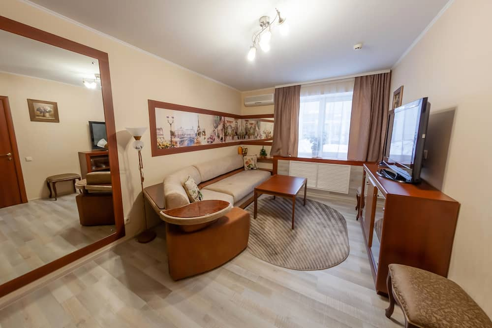 Family Room, 1 Double Bed - Living Area
