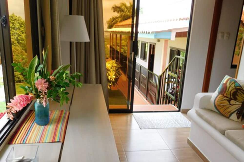 Premium-Haus, 2Schlafzimmer, eigener Pool, Stadtblick - Wohnbereich