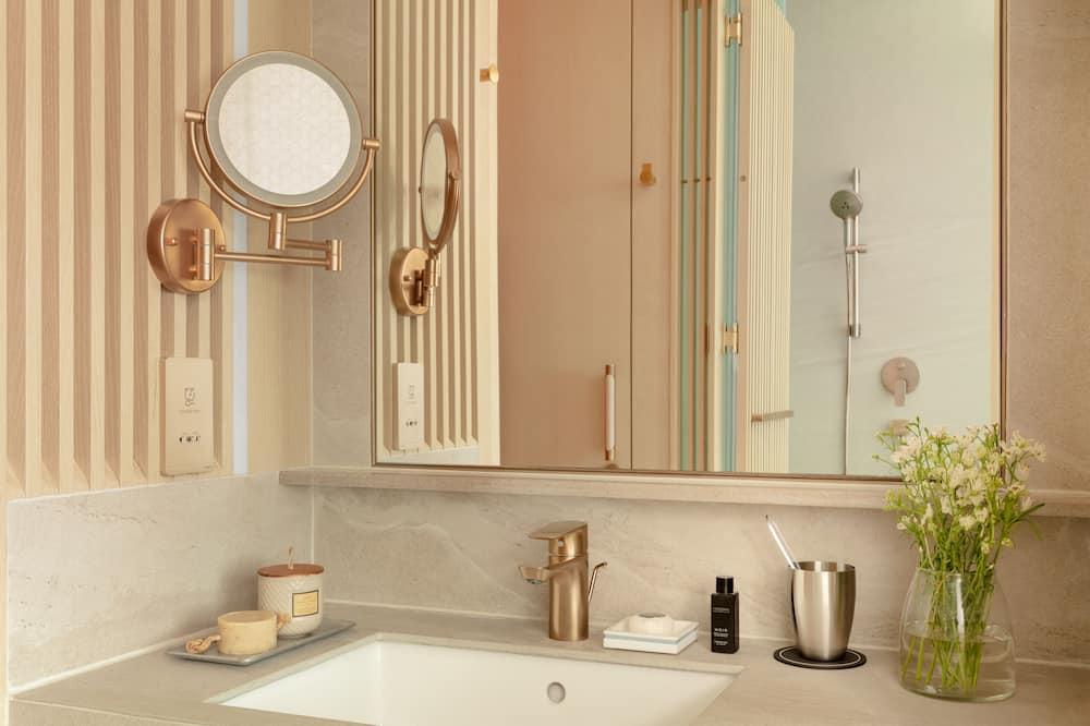 Superior Room, 2 Twin Beds (High Floor) - Bathroom