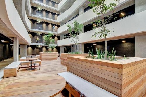 現代便利頂樓山景公寓/