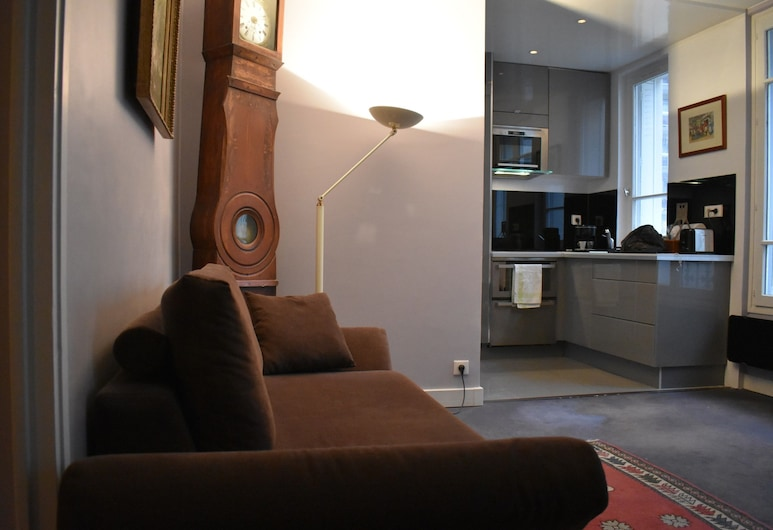Spacious 1 Bedroom Apartment in Paris 15th, Parigi, Soggiorno