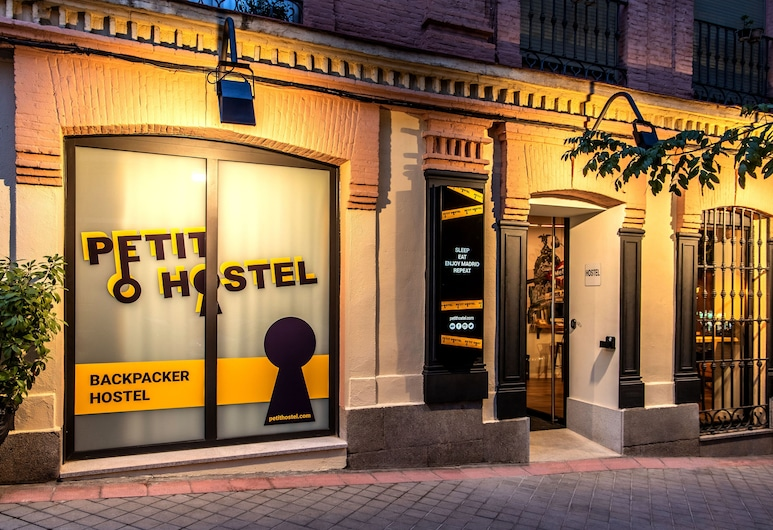 Petit Hostel, Madrid, Hotel Entrance