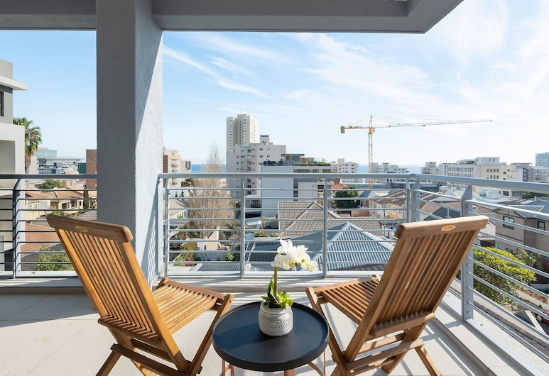 Martinique Luxury Serviced Apartments, Cape Town, Pool