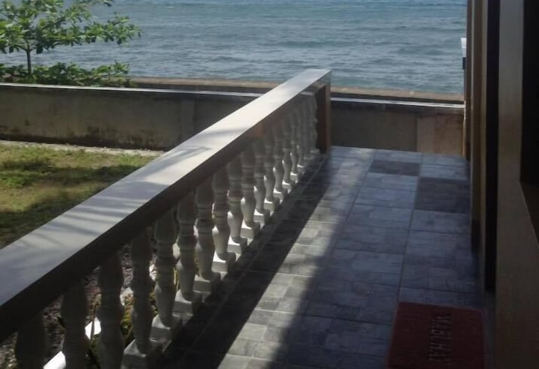 C - Side, Mambajao, Terraza o patio