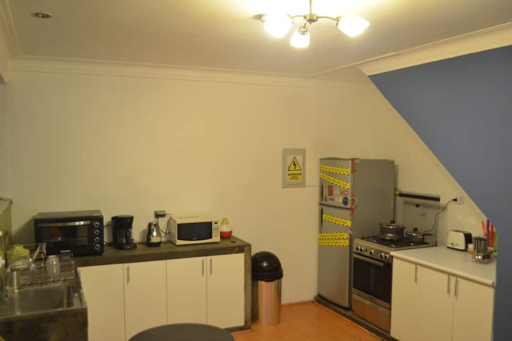 Dormitorio compartido, dormitorio mixto, baño compartido (4 Bunk Beds, 8 People) - Cocina compartida