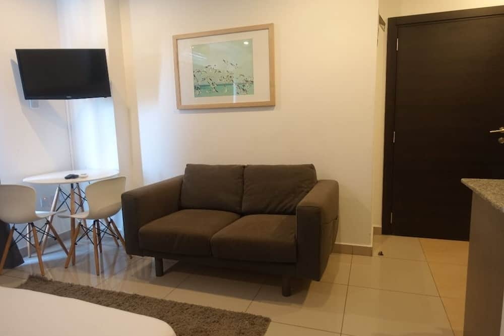 Apartment, 1 Bedroom, Non Smoking, City View - Living Area