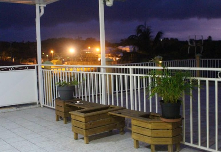 Apartment With one Bedroom in Le Gosier, With Furnished Terrace and Wifi - 3 km From the Beach, Le Gosier, Terras