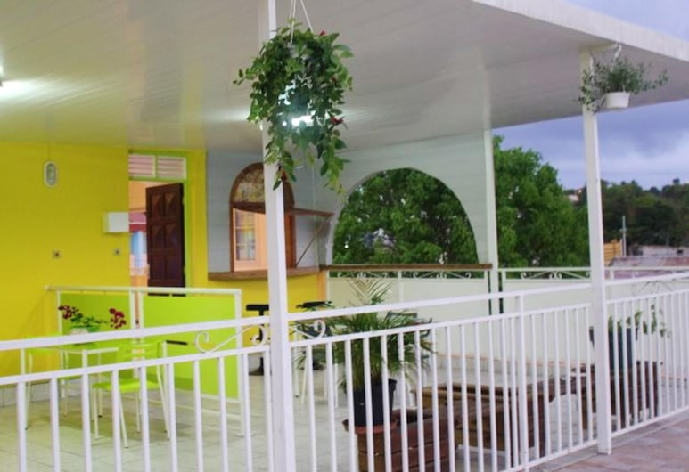 House With one Bedroom in Le Gosier, With Furnished Terrace and Wifi - 3 km From the Beach, Le Gosier, Terrasse/Patio