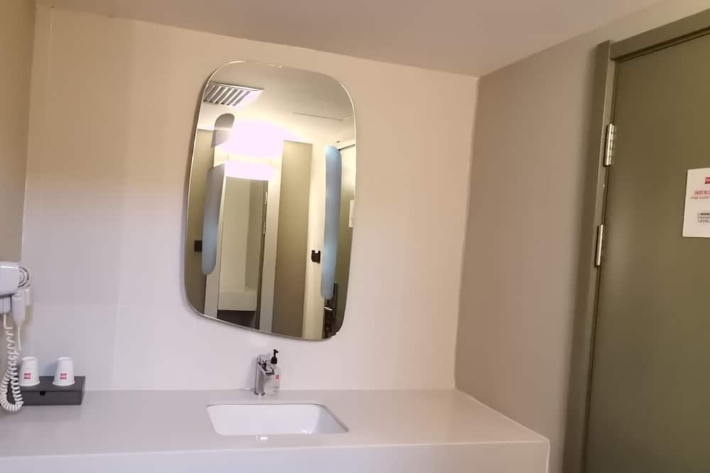 Business Double Room, 1 Double Bed - Bathroom
