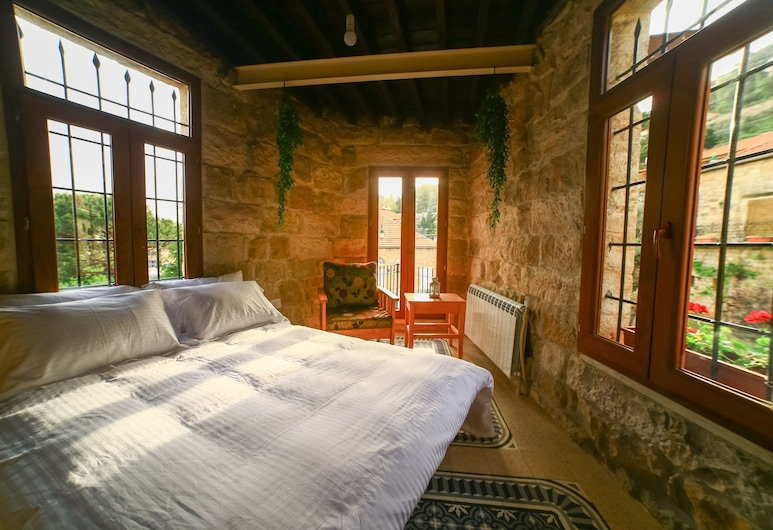 Shebbak Habib, Deir al Qamar, Double Room, Private Bathroom Outside the Room, Balcony, ห้องพัก