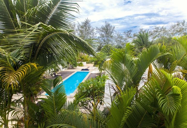 โรงแรมมิตทาลี, Sihanoukville, ห้องซูพีเรีย, ระเบียง, วิวสระว่ายน้ำ, ระเบียง
