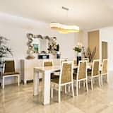 Villa, 5 Bedrooms - In-Room Dining