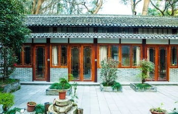 Picture of Lakeside Courtyard by JinSpecial in Hangzhou