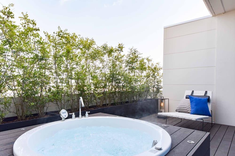 専用スパ用浴槽