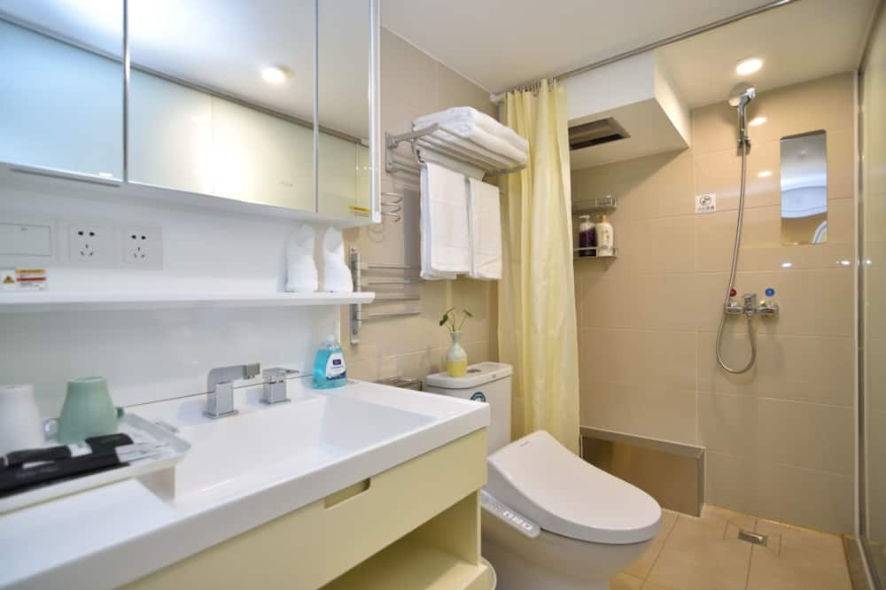 Superior Double Room, 1 Queen Bed(Chinese Domestic Guests Only) - Bathroom