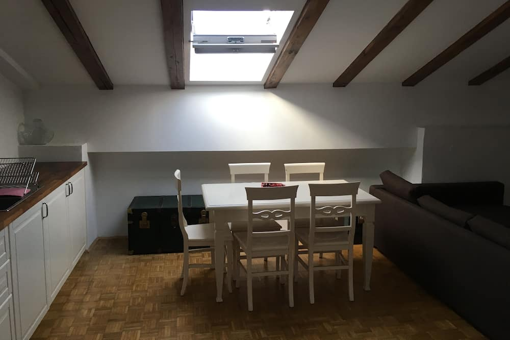 Basic Apartment, Private Bathroom, City View - In-Room Dining